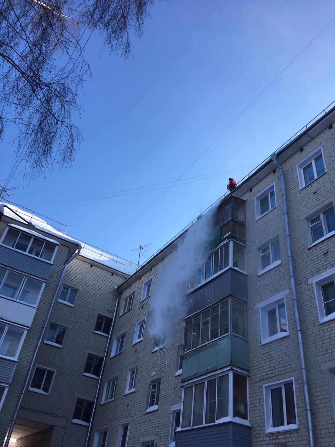 Октябрьский проспект дом 34 Чистка кровли .
