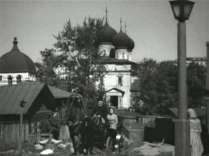 Трифонов монастырь и дома на улице Водопроводной. Кадр из фильма «Таланты и Поклонники».