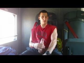Красавчик дрочит в поезде #gay #porn #jerkoff