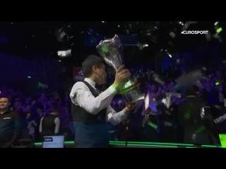 Яркое награждение чемпиона UK Championship