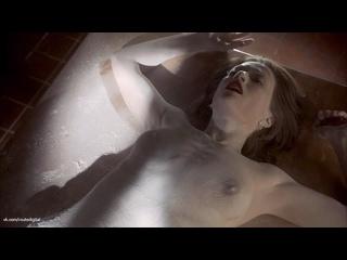 Julienne Hanzelka Kim  nackt