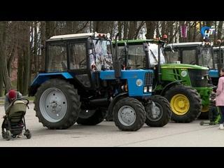 Первого мая на Софийской площади развернулась большая выставка сельскохозяйственной техники