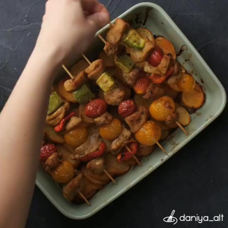 Сочный куриный шашлык в духовке (ингредиенты указаны в описании видео)