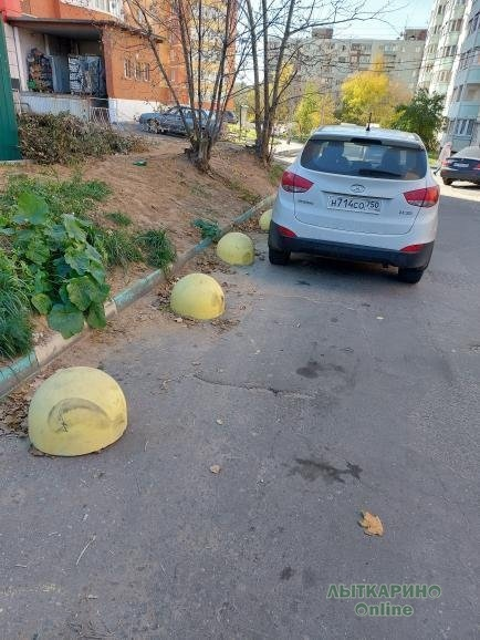 Ругались ,помню из за сфер))) Поставили. Машины не парков...