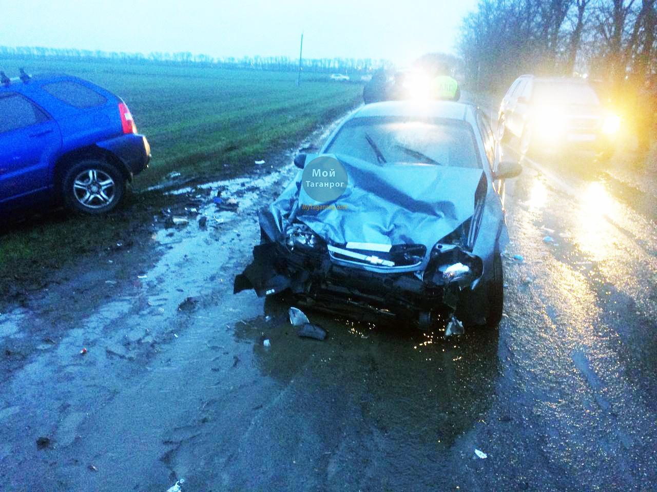 Под Таганрогом при столкновении Chevrolet Lanos и Kia Sportage пострадал человек