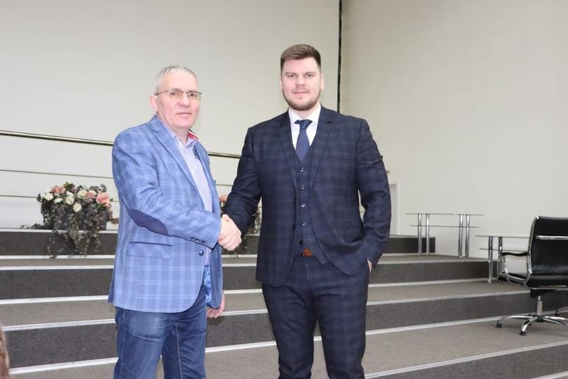 Максим Лучшев и экс-председатель, ныне почетный президент Томской федерации Бокса Алексей Федоров.