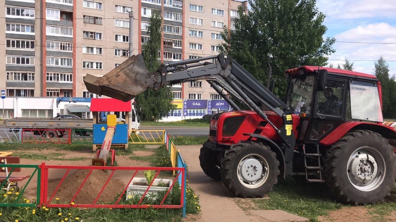 Завезен песок в песочники Кольцова 22 и