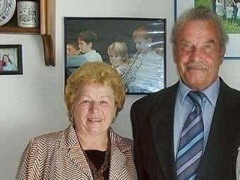 Жуткая история Йозефа Фритцля Йозеф Стефан Фритцль (ныне Майрхофф) родился 9 апреля 1935 года в маленьком австрийском городке Амштеттен. Его отец Франц Фритцль служил в армии, а мать Розмари