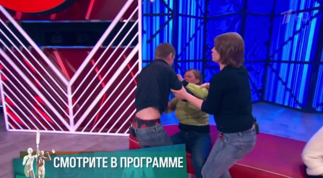 Совратил в 13 лет: органы опеки могут забрать детей у многодетной матери из Переславля