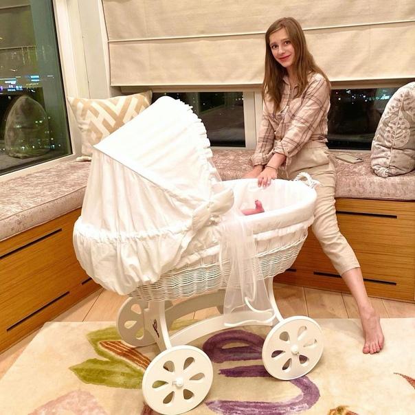 Лиза Арзамасова первый раз вышла из дома после рождения ребенка: