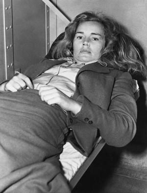 ЧАСТЬ 2. От Голливуда до лоботомии: успех и трагедия Фрэнсис Фармер Результаты тестов показали, что Фрэнсис страдала от маниакально-депрессивного психоза, в наши дни носящего название