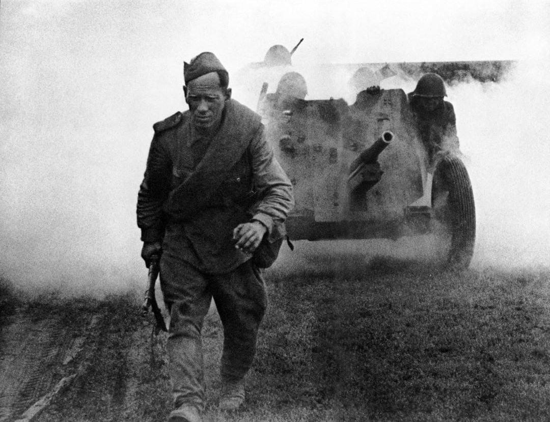 Снимок «Солдатский труд»  вошёл в классику