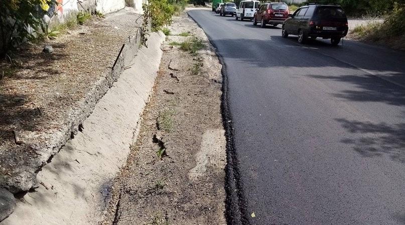 Очередной ремонт улицы Ломоносова в Симферополе снова оставил местных жителей без тротуаров, - ФОТО