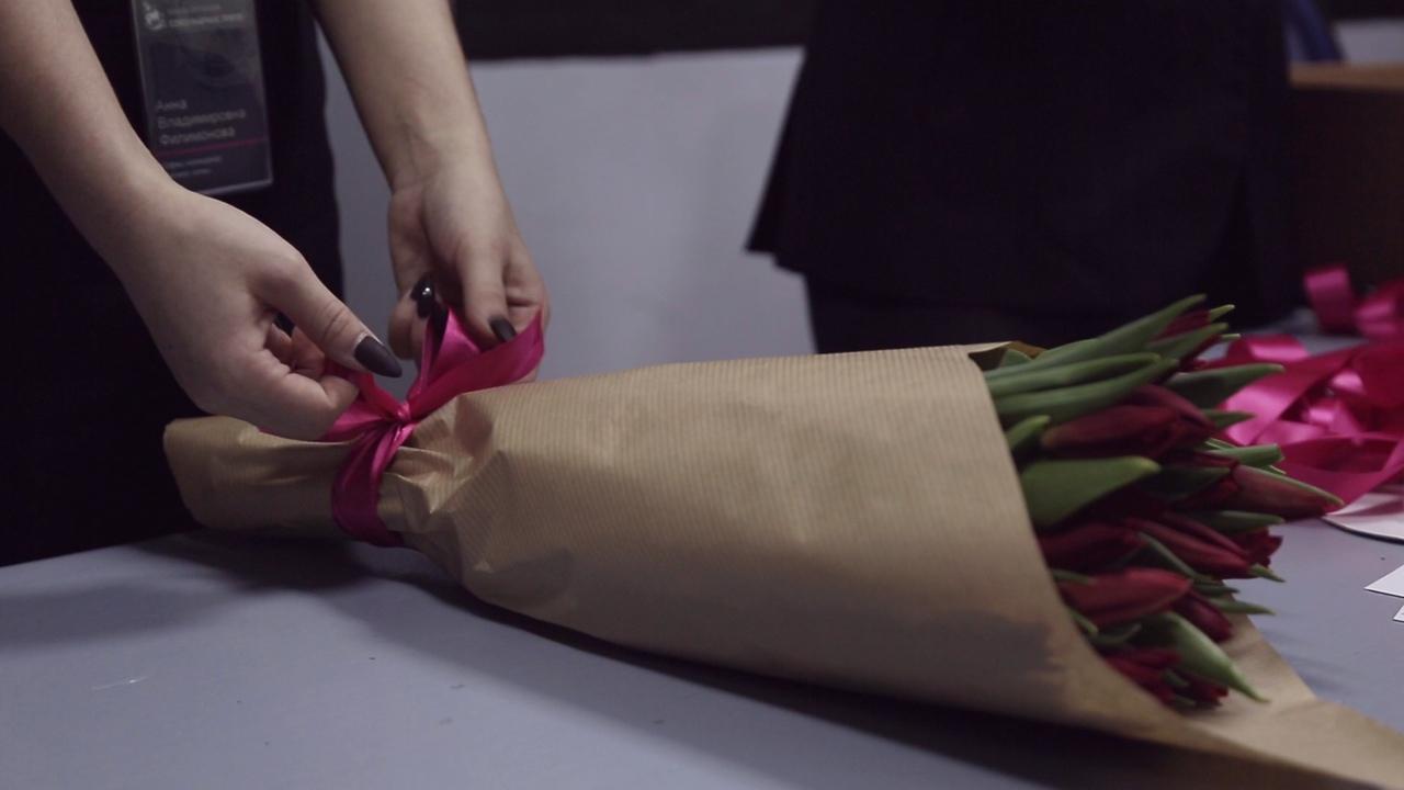 Сотрудники кинокомпании «Союз Маринс Групп» поздравили жен военачальников с 8 Марта