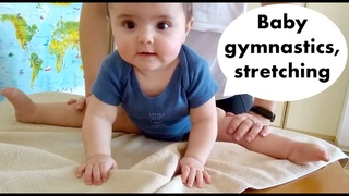 Baby gymnastics at 7 months, stretching kids. Гимнастика для детей, шпагат.