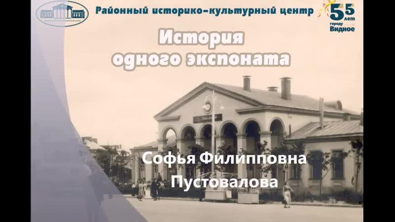 Из истории одного экспоната Фотография Софья Пустовалова и Шура у барака Временного посёлка