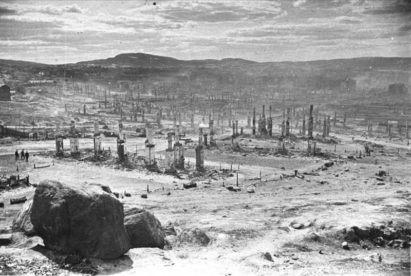 Сожжённый Мурманск, 1942 год.