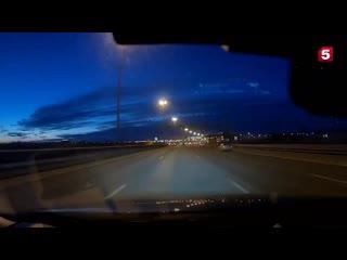 Очевидцы сняли на видео падение метеорита в небе над Петербургом
