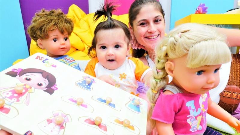 Ayşe ile Gül oyunu Gül ile Mert Defne için yapboz getiriyorlar Bebek oyuncakları