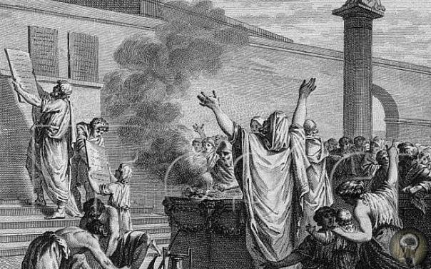 Первый закон Рима Римские законы XII таблиц это настоящий памятник юриспруденции. Это основа основ общемирового права вообще! Короче говоря, это классика, это знать надо. Но как они дошли до